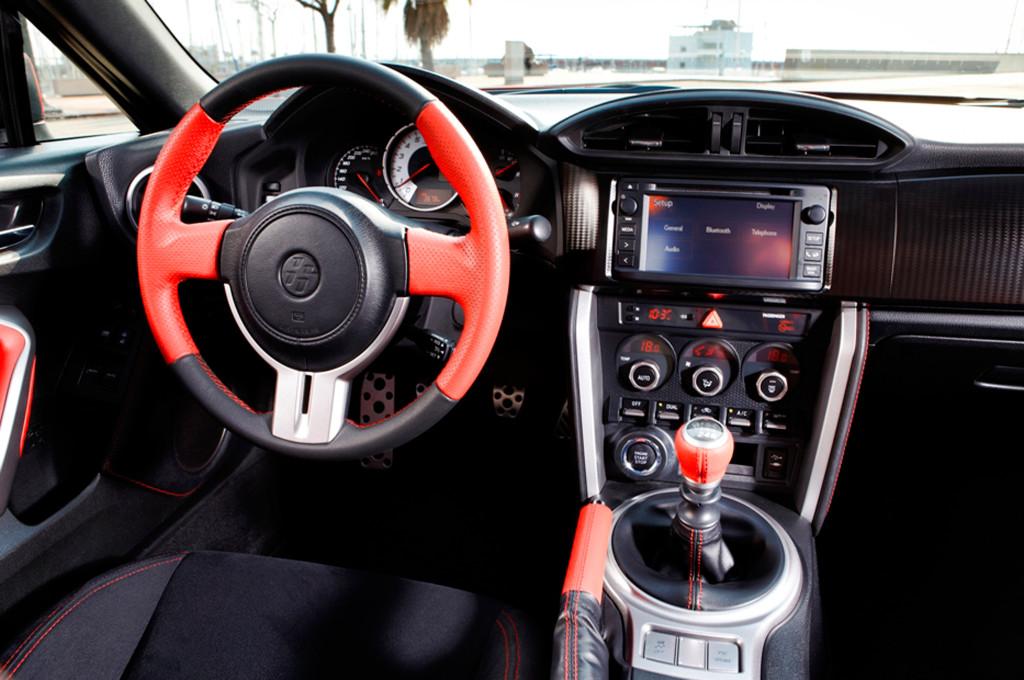 2013-toyota-gt86-interior