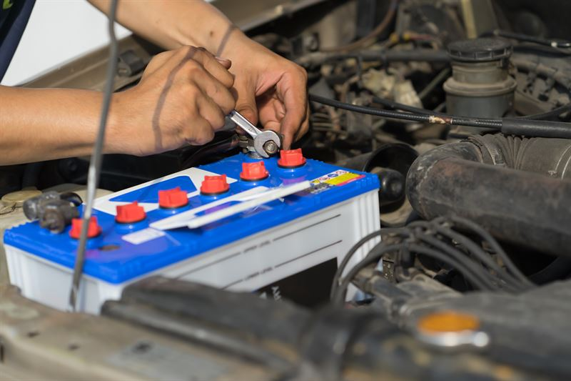 jak wymienić akumulator